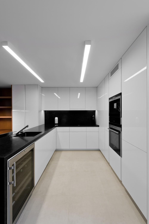 cuisine moderne blanc laqu your company name. Black Bedroom Furniture Sets. Home Design Ideas